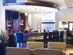 Trois Rivieres hotels with restaurants