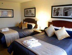 Top-3 hotels in the center of Longueuil
