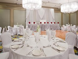 Pointe Claire hotels with restaurants