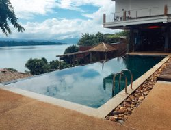 Laos hotels with lake view