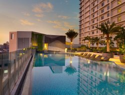 Jakarta hotels with swimming pool