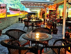 Yangshuo hotels with restaurants