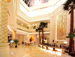 Hongkew hotels with restaurants