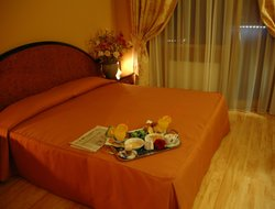Anzio hotels with restaurants