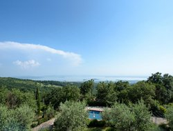 Tuoro sul Trasimeno hotels with swimming pool