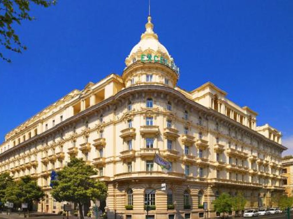 Lusso ~ 430 €: The Westin Excelsior Roma.