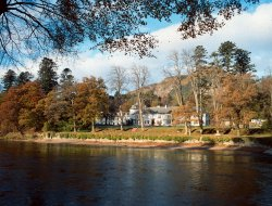 Top-4 romantic Dunkeld hotels