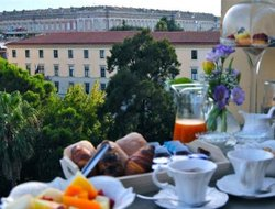 Caserta hotels with restaurants