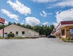 Brattleboro hotels with swimming pool
