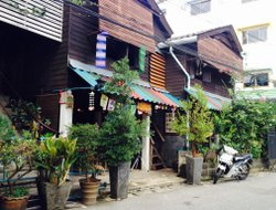 Trat City hotels with restaurants