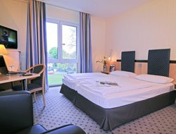 Moenchengladbach hotels with restaurants