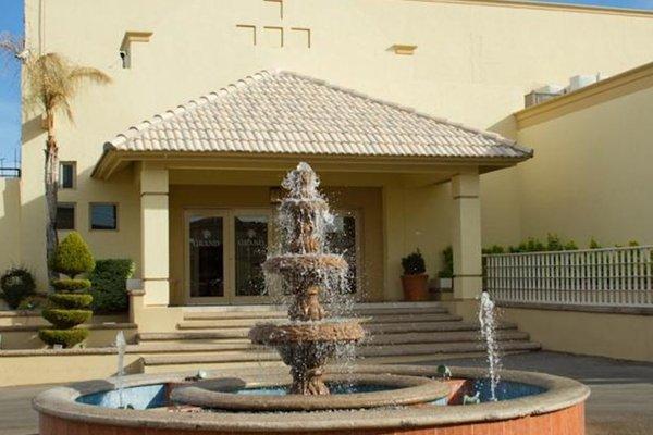 EL CASON HOTEL AND SUITES - 16