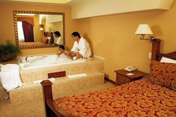 EL CASON HOTEL AND SUITES - 4