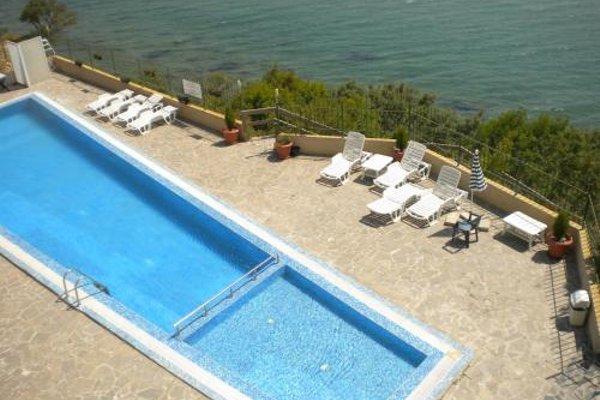 Coral Beach Apartment - 13