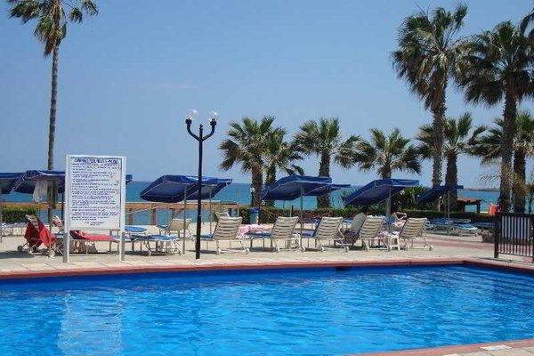 Evalena Beach Hotel - фото 17