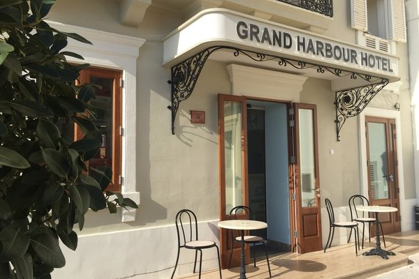 Grand Harbour Hotel - 15