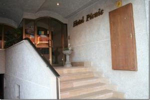 Hotel Picnic - 8