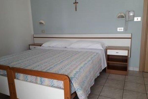 Hotel Lora - 4
