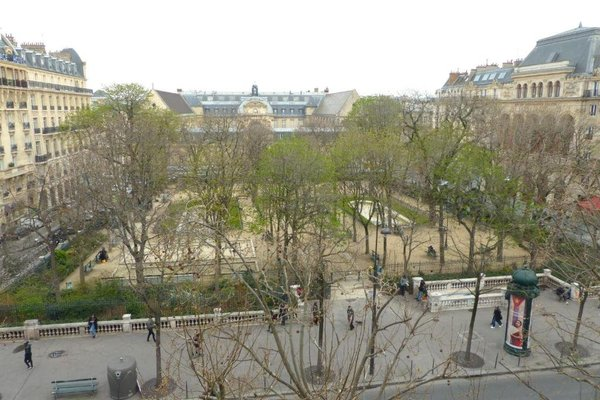 Marvellous Sunbathed 3BR at the heart of Paris - фото 3