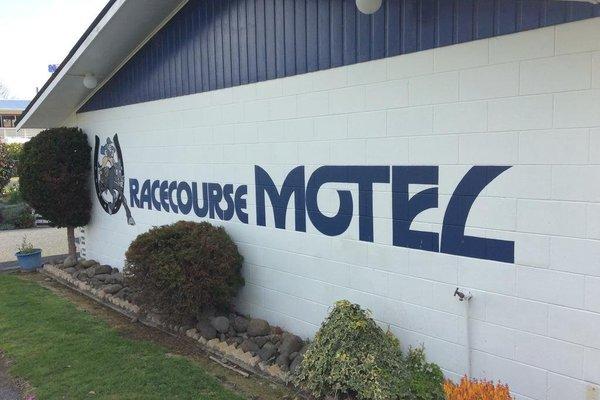 Racecourse Motel - фото 22