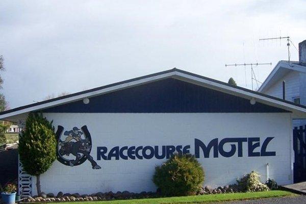 Racecourse Motel - фото 23