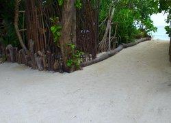 Rasdhoo Island Inn Beachfront фото 3