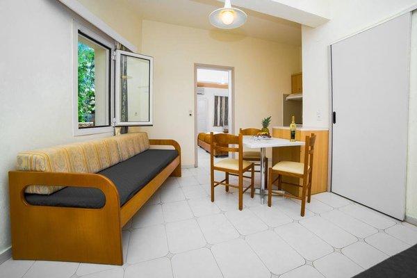 Theodosis Apartments - фото 9