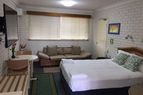 Holland Park Motel - 6
