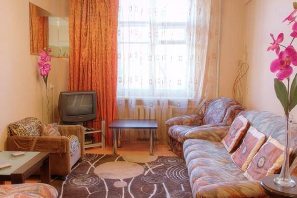 Two-Bedroom Apartment Nezavisimosti 33 - фото 9