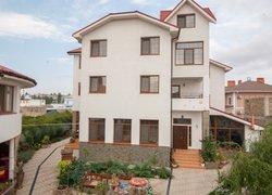 Фото 1 отеля Svetoch Guest House - Феодосия, Крым