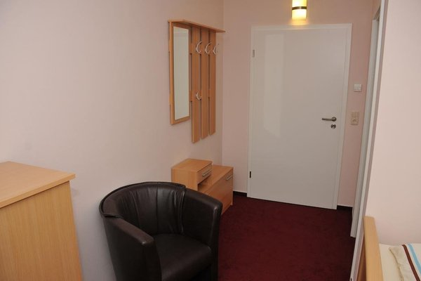 Hotel Pension garni Schwerin-Unterkunft - фото 5
