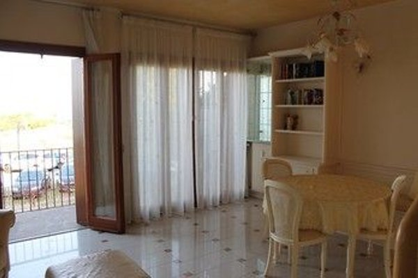 5 STAR SIRMIONE WITH PRIVATE BEACH AND GARAGE - 12