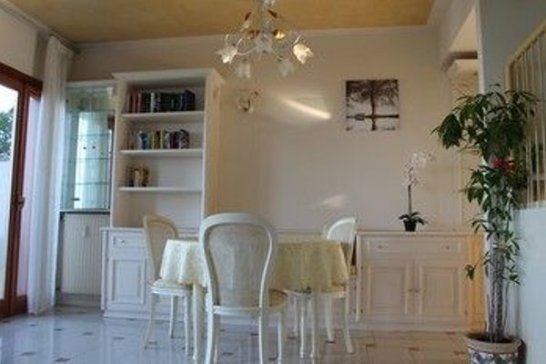 5 STAR SIRMIONE WITH PRIVATE BEACH AND GARAGE - 13