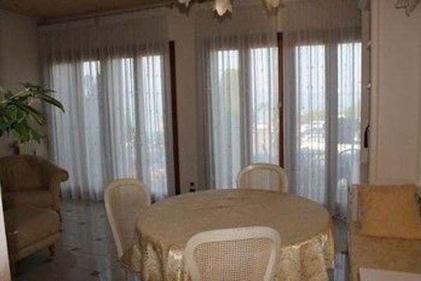 5 STAR SIRMIONE WITH PRIVATE BEACH AND GARAGE - 14