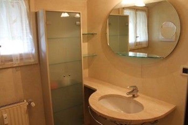 5 STAR SIRMIONE WITH PRIVATE BEACH AND GARAGE - 19