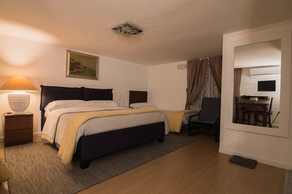La Residenza Napoli Short Lets Chiaia Plebiscito - 11