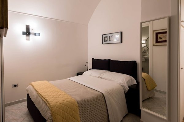 La Residenza Napoli Short Lets Chiaia Plebiscito - 5