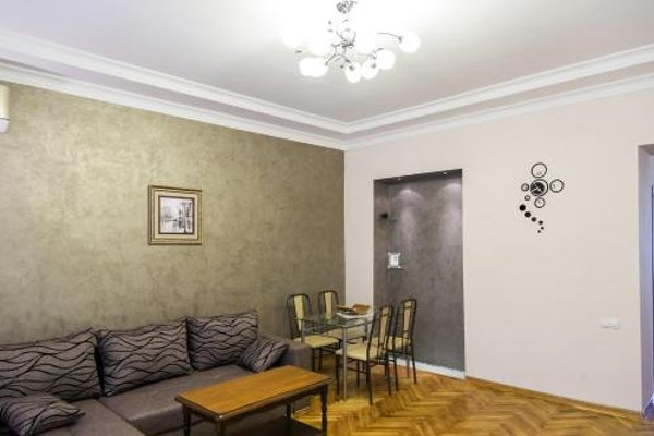 Modern apartment in the city center - фото 4