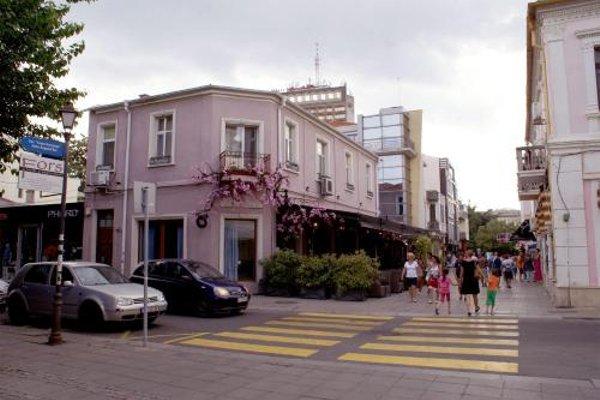 Studio Apartment in Center Burgas - фото 21