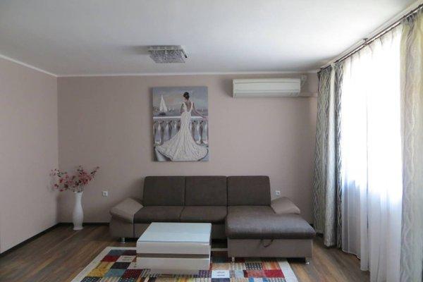 Azure Sea Apartment - фото 8