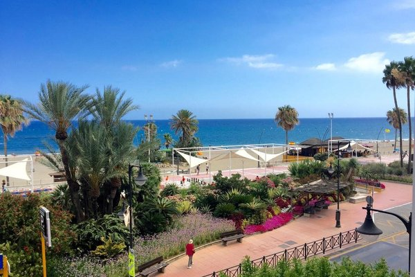 Apartment Front Line Estepona Beach - фото 13