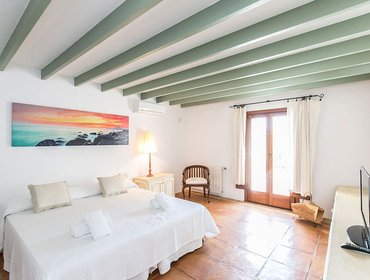 Апартаменты Amazing 7 Bedroom House in Es Cubells, Ibiza with Aircon, Parking, Pool, and Balcony