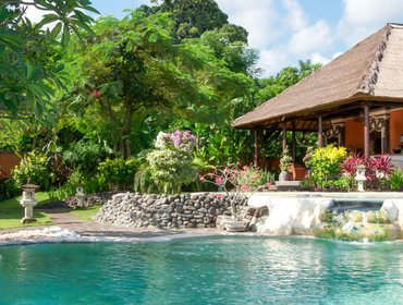 Апартаменты Luxurious 3-bedroom villa in north Bali with 2 pools and staff, 3 kilometres from the beach