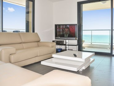 Апартаменты Albatross - a modern, 4-bedroom apartment in Canet-en-Roussillon with a terrace and amazing views!