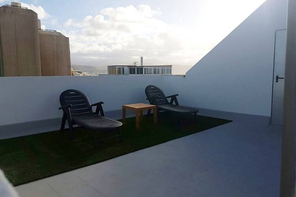 Beach Apartment & Rooftop Lounge - 18