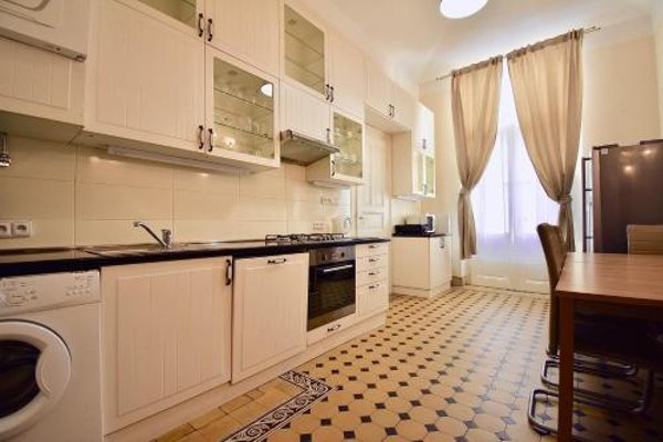 Stunning Old Town Apartment - фото 14