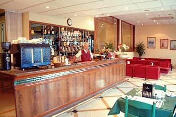 Ambassador Hotel - фото 12