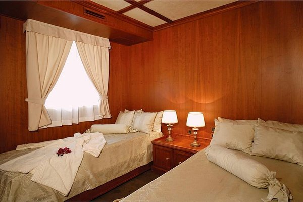 Seagull II Luxury Historic Static Charter - 10
