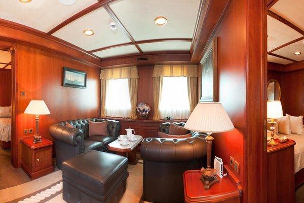 Seagull II Luxury Historic Static Charter - 4