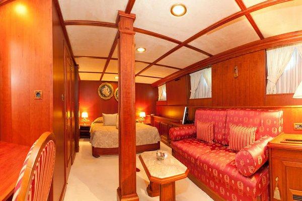 Seagull II Luxury Historic Static Charter - 5